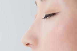 隆鼻術とは、お鼻を高くする手術の総称です